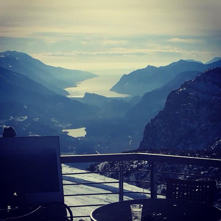il lago di Garda visto dalle piste da sci di Andalo