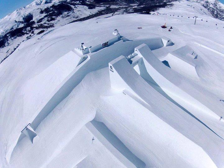 Photo of il castello del Fiat Nine Knights ski a Livigno ad Aprile 2013