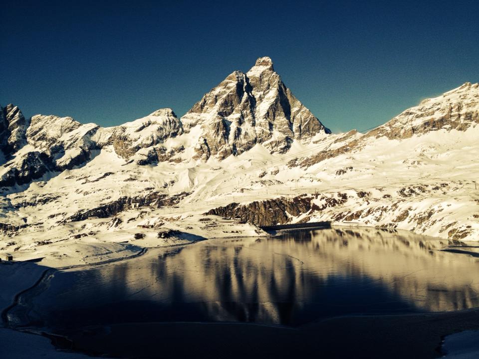 Photo of Foto del lago di Goillet e del Cervino