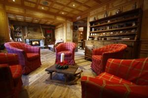 Hotel Lo Scoiattolo: il soggiorno in stile alpino.