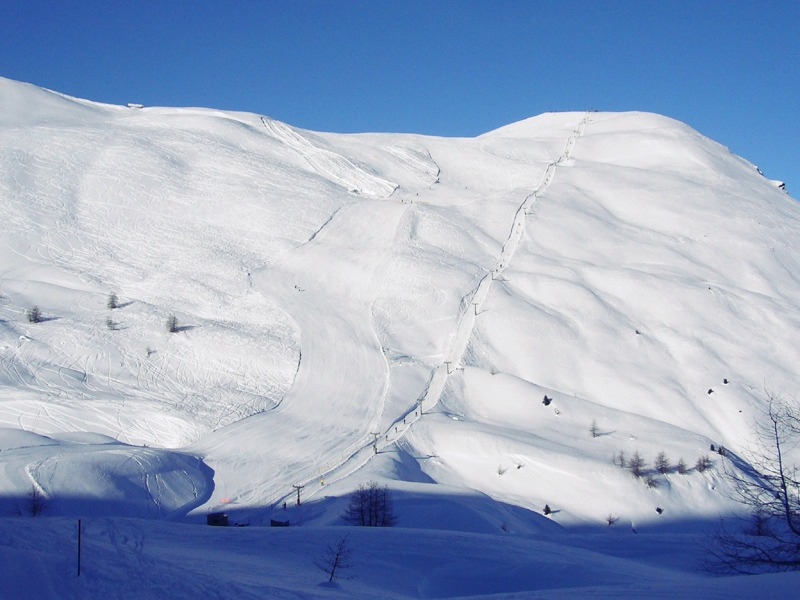 Photo of Oga San Colombano Isolaccia: sci e piste