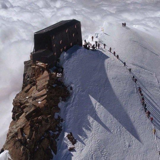 Photo of Guida alla capanna Margherita, il rifugio più alto in Europa sul Monterosa