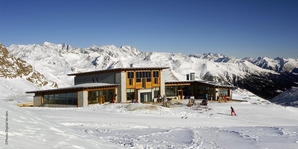 rifugio capanna presena sul ghiacciaio presena passo del